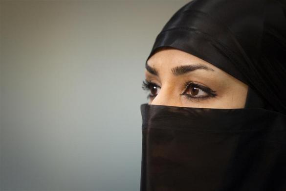 伊朗女忍者们公开展示剑术等高超武艺
