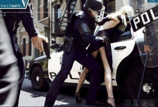 美国警察扫黄震撼场面:这叫搜身不是揩油