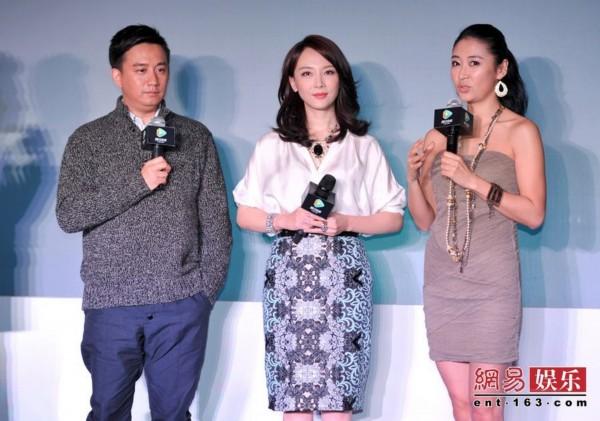 2月20日,电视剧《夫妻那些事》在京举行发布会,导演兼演员王俊携图片
