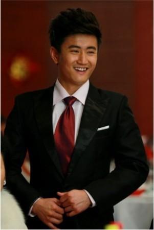 目前正在北京热拍,兼具偶像外表与实力演技于一身的演员叶静勇挑大梁图片