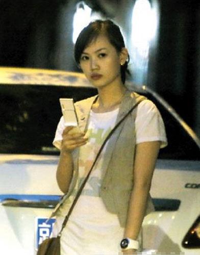 王宝强/赴美生子引发争议,家有仙妻爱子万事足