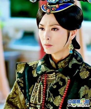 在剧内饰演疼爱以丹格格的皇太后-甘婷婷领衔 深宫谍影 女星素颜照 图片