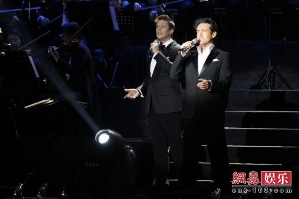 美声绅士上海演唱《两只老虎》