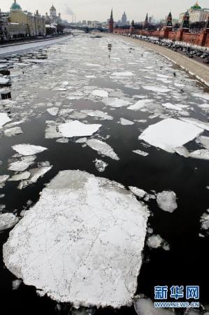 刚解冻的河图片