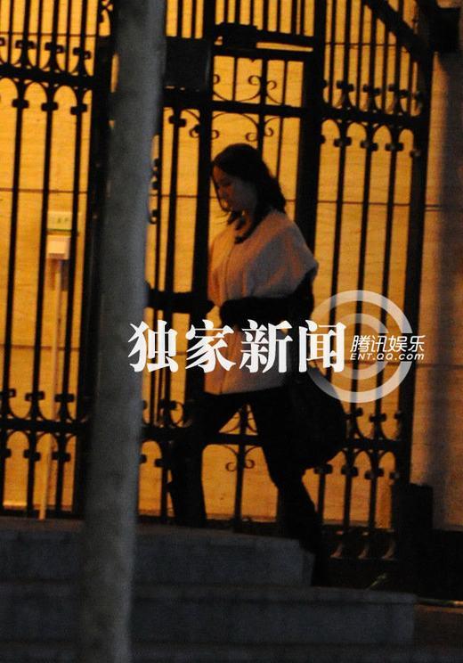 陈思成庆生与佟丽娅当街搂抱被偷拍