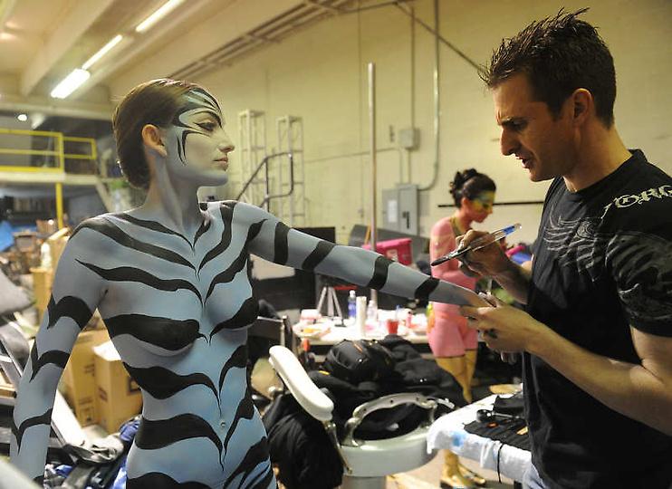 高清图:美国大胆时装秀上演另类人体艺术 南海