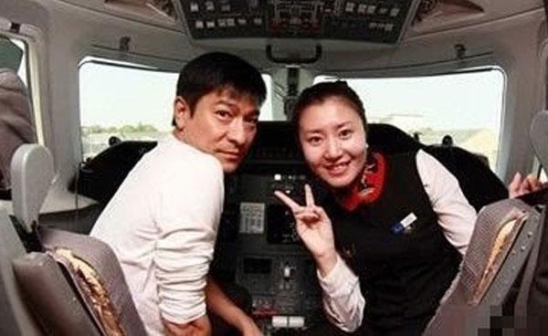 刘德华张柏芝周杰伦 空姐晒明星乘飞机素颜照
