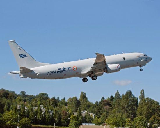 资料图:印度海军首架P-8I海神反潜机出厂并完成首飞   [据俄罗斯海军网2012年3月27日报道]世界军火贸易分析中心(WATAC)主管伊格尔-科罗特钦科近日表示,从2013年开始,在对印度军品出口方面,美国将全面超过俄罗斯。   自2008-2011年,俄罗斯一直占据印度军火市场的头把交椅,印度从俄进口的武器装备价值达71.