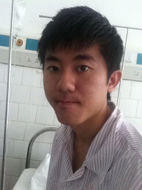 男生自拍照学生真实_钟毓自拍照.