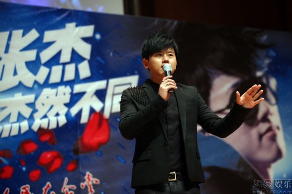张杰北京宣传个唱 与谢娜生日撞期自称巧合