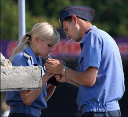 俄罗斯女警察-震惊 俄罗斯男兵宿舍竟有这么多香艳女人