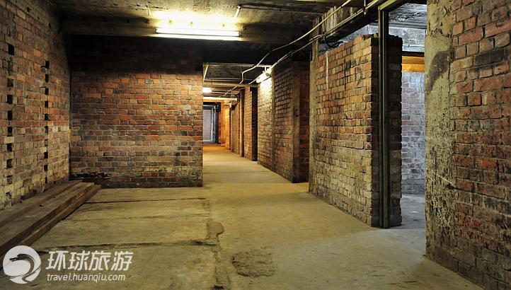 信托基金会(英国殖民统治下的新加坡政府成立的)于1940年建了这所防空洞。在二战结束70周年之际,新加坡文物局(NHB)将会组织人们来这里参观,中巴鲁市场附近也会有一场社区展览。从英国的帝国战争博物馆搜集到的照片、口述资料将会让大家了解到有关这个防空洞在战前和战争时期的历史。
