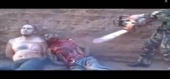 罕见斩首画面 墨西哥毒贩电锯直接锯掉脑袋 图片 19k 550x256