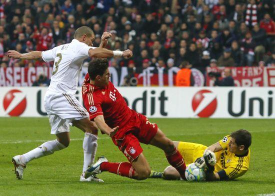 拜仁VS皇马-拜仁2 1皇马 卡西扑出戈麦斯射门图片 46002 550x392