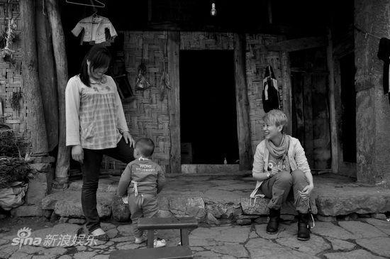 图文:海清探访贵州贫困山区-与当地妇女儿童