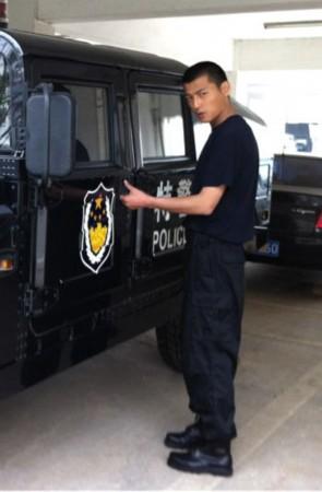 ...特警支队突击大队为原型的大型电视剧《特警突击队》仍在持续...