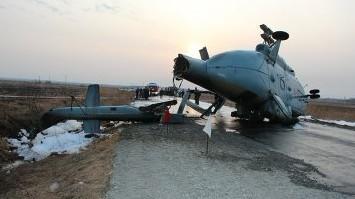 硬着陆软着陆_俄米8在公路上硬着陆 机身报废3人送医(图)