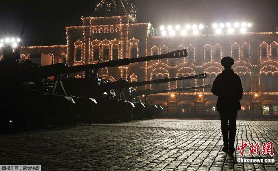 莫斯科红场阅兵式开始 上百件武器装备将亮相