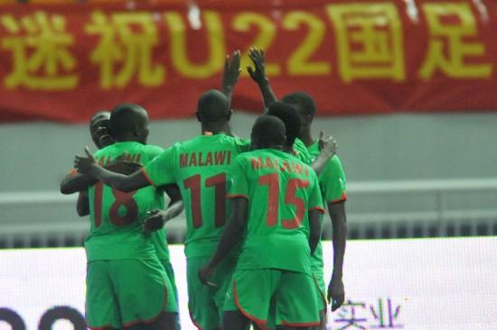 (体育)(3)足球――热身赛:中国U22男足平马拉维国家队-U22男...图片 48124 550x366