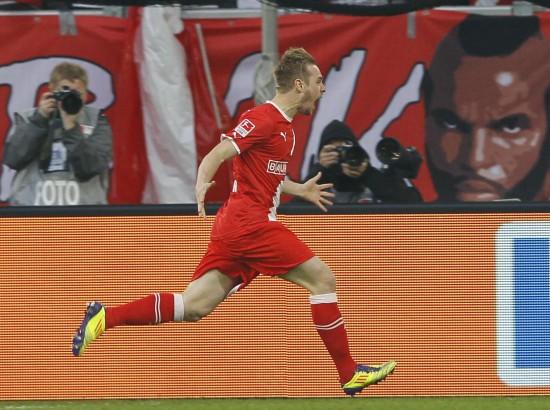德甲升降级附加赛球迷骚乱 拜斯特庆祝进球