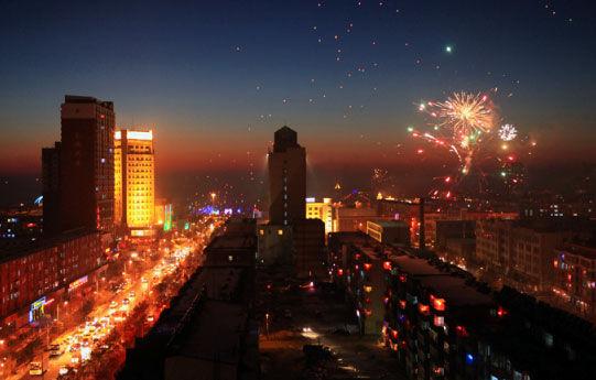 呼和浩特市夜景图片_奥林匹克长跑举办地之富饶松原_南海网新闻中心