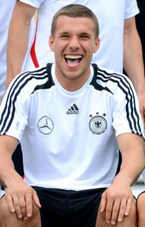 德国拍全家福搞笑花絮 波多尔斯基大笑