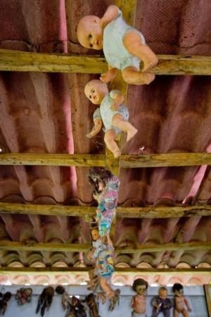 墨西哥诡异娃娃岛 三年轻女孩被打一淹死