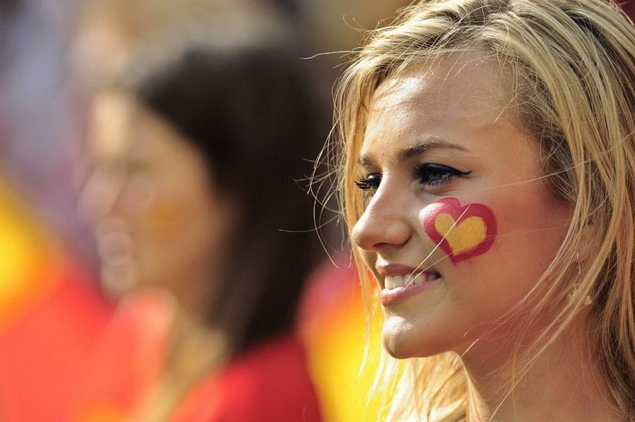 高清大图:英国媒体重推欧洲杯美女球迷 新闻