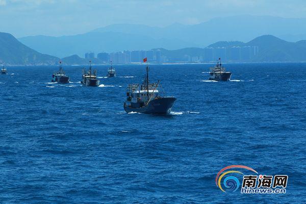 渔船在海中航行(南海网记者 马伟元 摄)-组图 海南30艘捕捞船出发