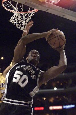 罗宾逊/上世纪80年代,很少有白人球员引起NBA的震动,更何况还是一位...