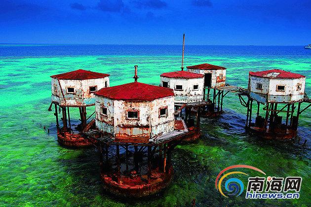 南沙美济礁的高脚屋.陈俨摄   岛礁列布     生灵矫健