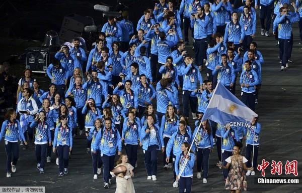 间7月27日,2012年伦敦奥运会,开幕式隆重举行.图为阿根廷运动图片