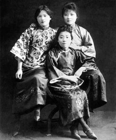 罕见!宋氏三姐妹少女时期合影图片