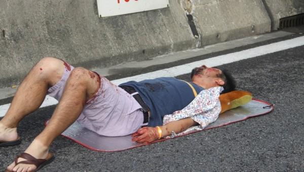 日本一家四口在上海遇车祸 高清图片