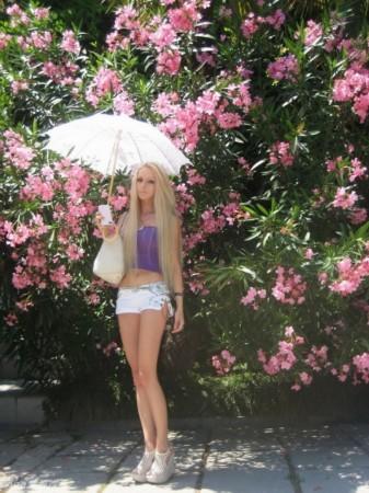 乌克兰美女胸大腰细似真人芭比娃娃 竖