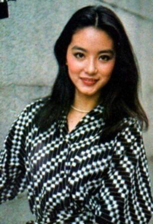 来看看林青霞年轻时的罕见嫩照.
