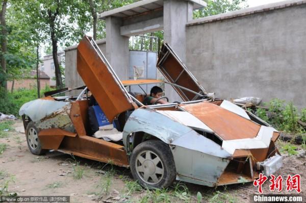 兰博基尼雷文顿跑车的28岁小伙王健.王健介绍,这辆车是严格高清图片