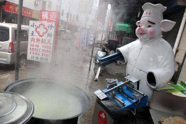形形色色的刀削面机器人_新闻_南海网