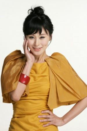 近日,杨雨婷又加盟由柯翰辰执导的都市情感励志剧《璀璨人生》,和李沁图片