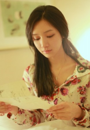 韩国美女作家爆红网络 竖