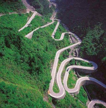 国内新闻 中国动态     线路9:游盘山观自然美景      盘山风景区位于