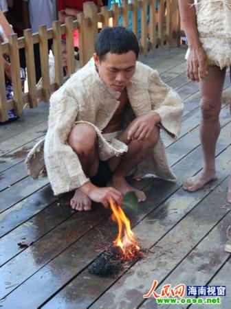海南民族生态文化特色展受观众热捧
