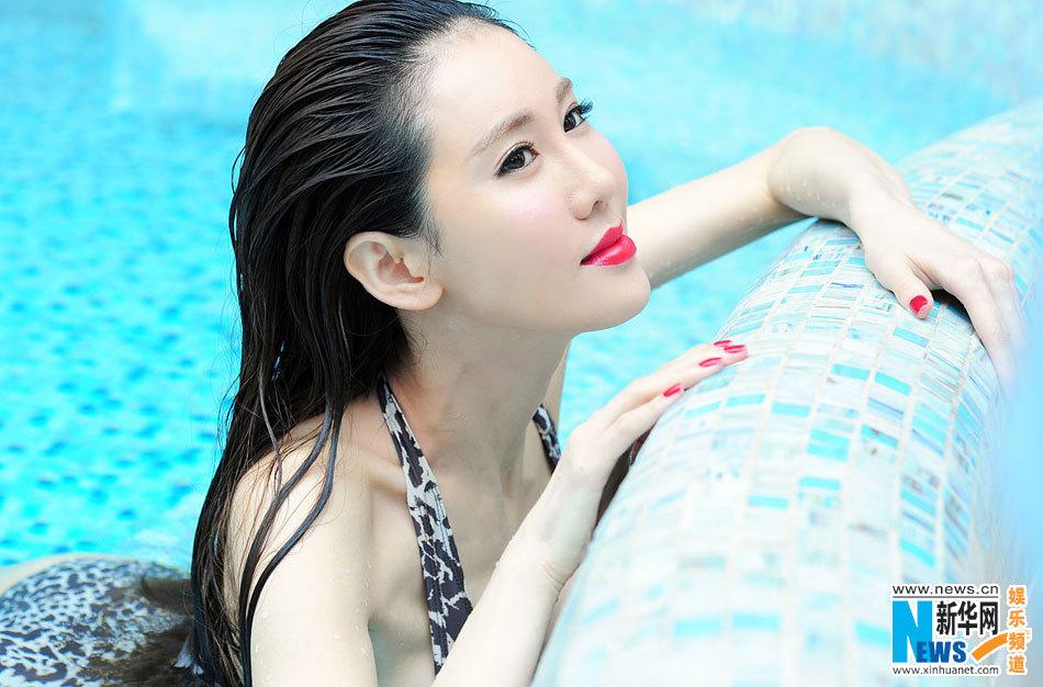 于咏琳性感写真曝光 最美胸器女神泳装湿身照