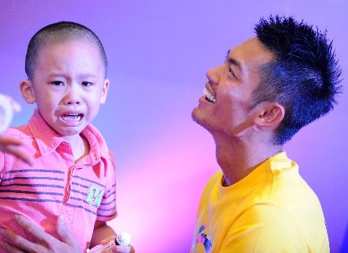 广州出息活动 吓哭孩子让超级单尴尬