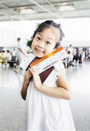 姜予琦/天津北方网讯:眼前这个穿着花裙子、头上扎着俏皮小辫子的小...