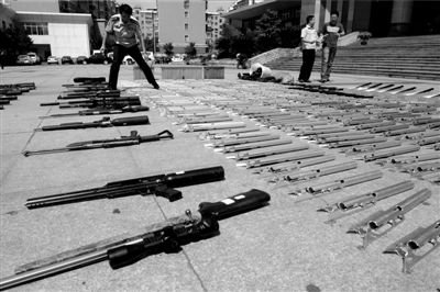 犯罪团伙将整枪拆成零件在网上售卖 快递成帮凶