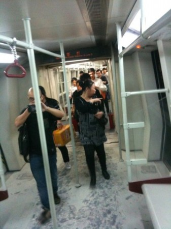 广州地铁八号线故障 乘客隧道中摸黑出站