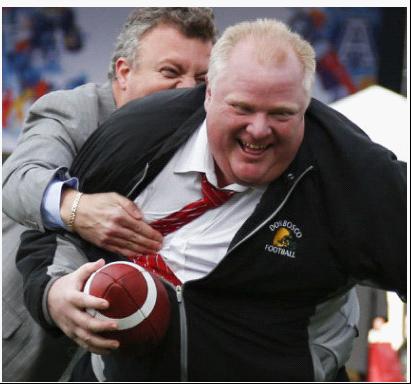多伦多市长传球摔倒出丑 自嘲肉厚(图)