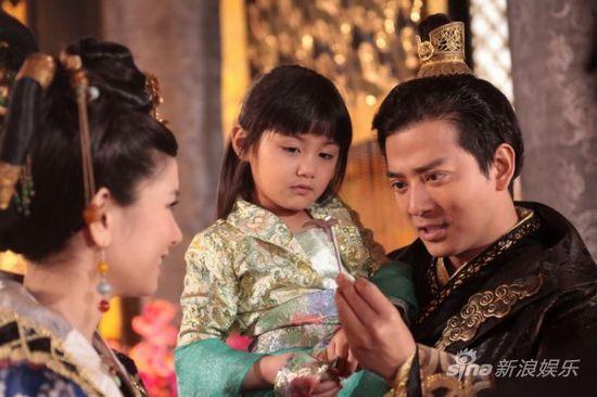 《兰陵王》中与小童星对戏-陈晓东抱婴儿喂奶变奶爸 称会是严父 图图片