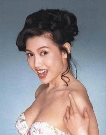 李丽珍拍摄过不少三级片,其中以《蜜桃成熟时》最为出名.如今单